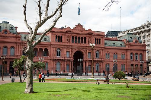 Casa Rosada é a sede da presidência da República Argentina, em Buenos Aires, assim chamada pela cor aproximadamente rosa.