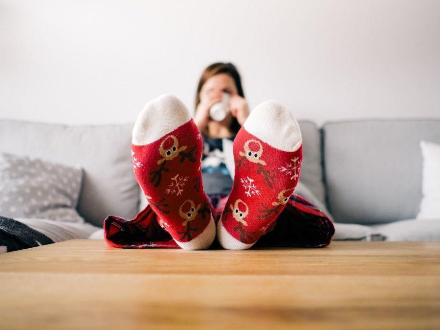 como aquecer pés gelados