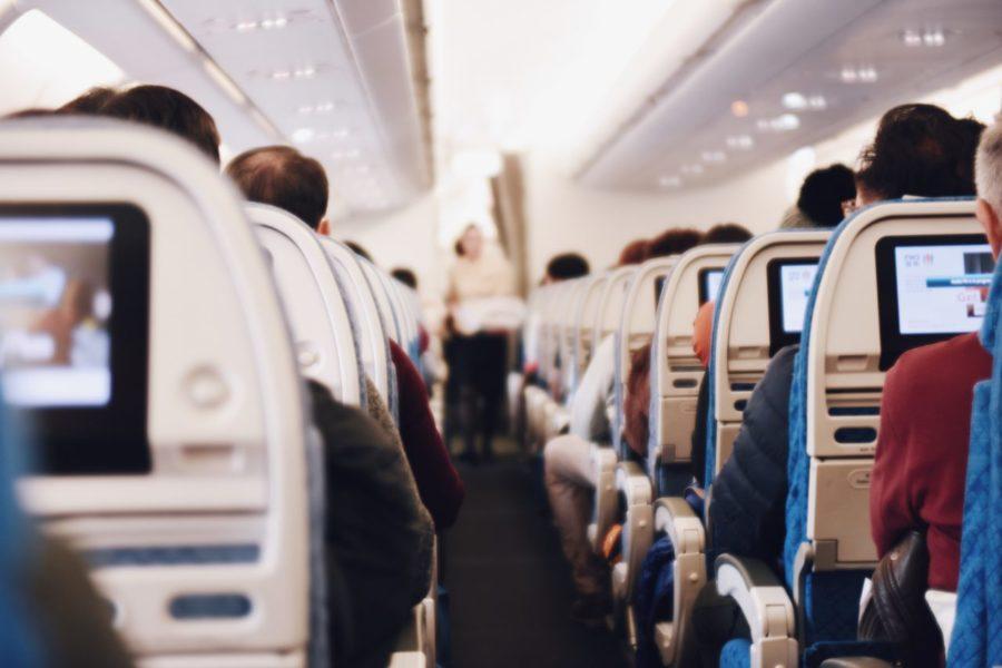 Evite o Desconforto — 3 Roupas Para Viagem Longa de Avião