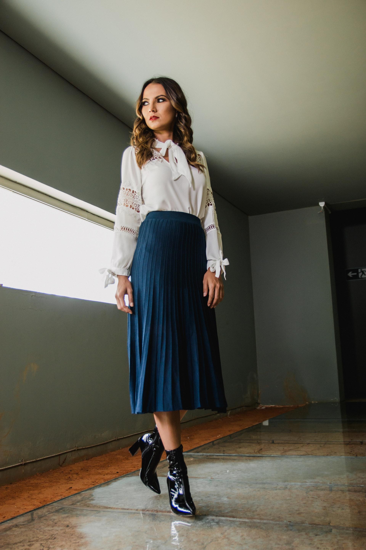A saia midi é um clássico do inverno